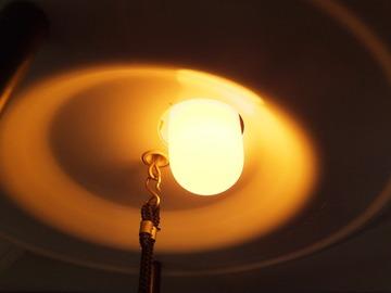二燭光の灯り