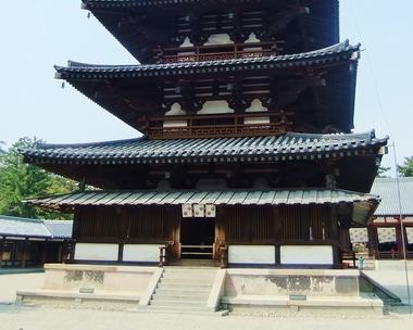 27・法隆寺五重塔・一層目と裳階
