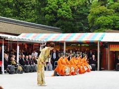 参列者総代の藤原紀香さんの拝礼