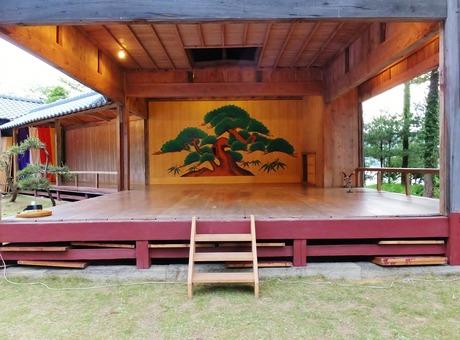 10・椎崎諏訪神社・能舞台