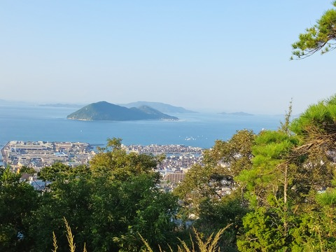 61・北大塚古墳より女木島など瀬戸内海を望む