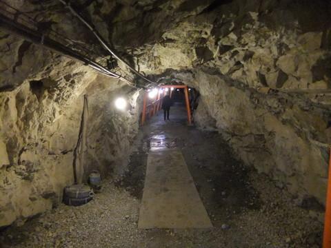 地下壕入口付近
