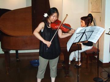 2009年のホームコンサートでの細川奈津子さん