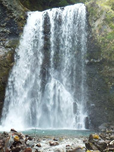 幅10m落差30mの善五郎の滝