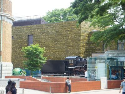 国立科学博物館入口にあるSL