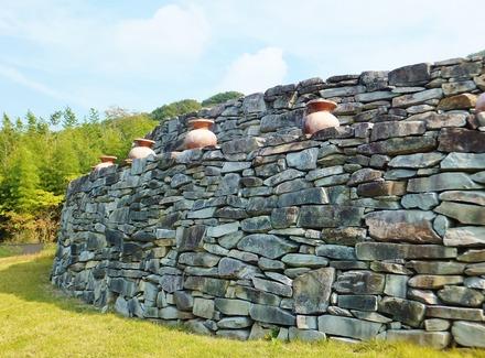 二段の積石塚古墳