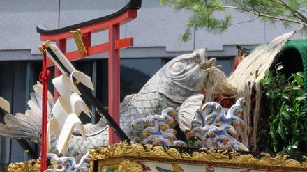 29・左甚五郎作と伝わる木彫りの鯉
