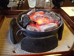 炉に熾った炭