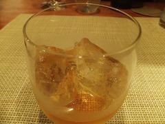 ラム酒のオンザロック