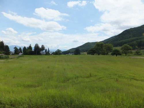 安曇野おひさま水車小屋前に広がる田園風景