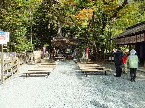 10月8日朝、神事の準備の進む奥宮
