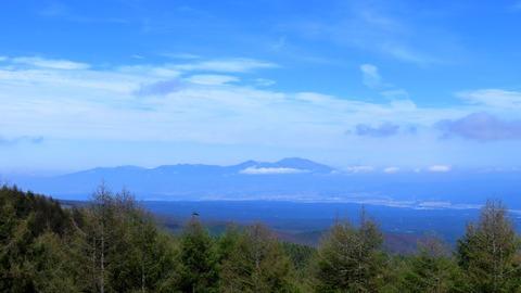 7・浅間山と佐久市を一望