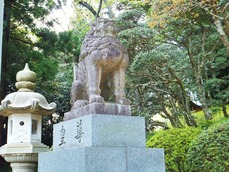 吽形の狛犬