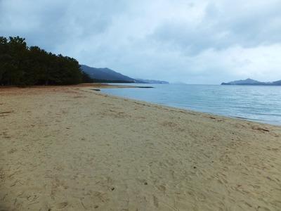 誰もいない浜辺と与謝の海