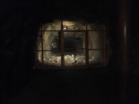 縦横に延びる地下壕