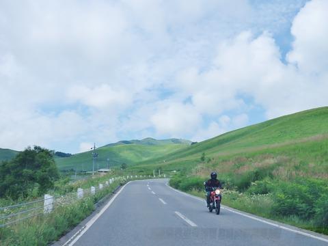 6・車山ビーナスラインを駆けるバイク