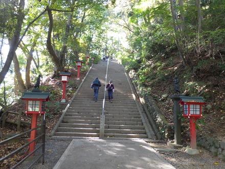 6・108段の男坂