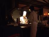ステーキを焼くシェフ