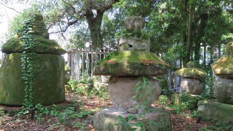 16・海女の石塔