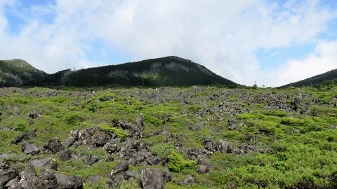 15・太古の溶岩が山頂に広がる