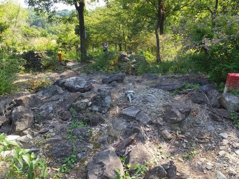 石清尾山9号墳・後円墳から前方部を見る