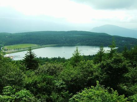 女神湖を望む