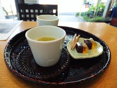 """醒ヶ井水のお茶と""""季の菓""""でおもてなしを受けました"""