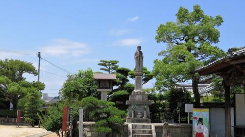 14・興亜地蔵尊像と静御前剃髪塚