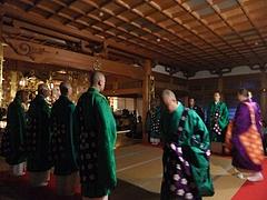 僧侶たちの入場