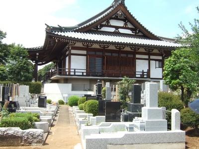 お墓と本堂