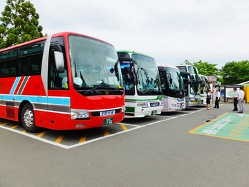 14・たくさんの観光バス