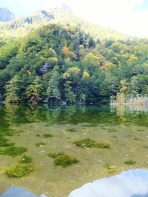 湖面に映る霊峰