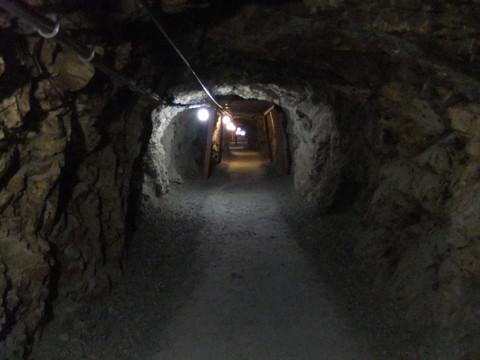 続く地下壕