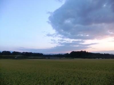 雲と田園風景