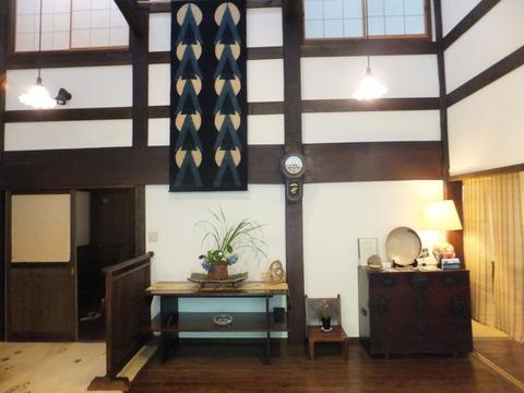 新潟の古民家を移築、天井が高い