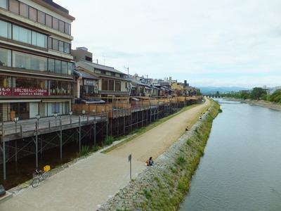 2013年・鴨川の川床です