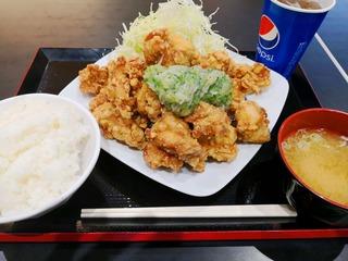 【デカ盛】イオン五条で唐揚げ富士山盛の定食を食べる