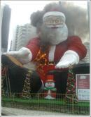 santa_burning02