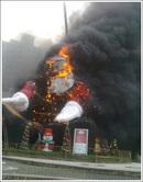 santa_burning03