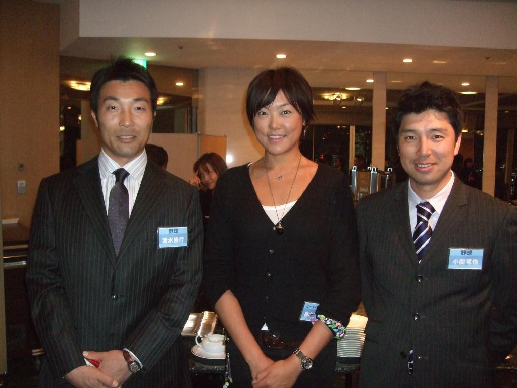 野球:清水さん&小関さん こちらは、野球界の清水崇行さんと、小関竜也さん!美味しいお酒を