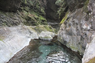 神戸岩ー上流側ー_R