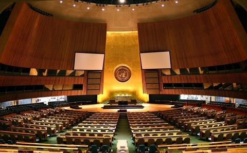 1200px-UN_General_Assembly_hall