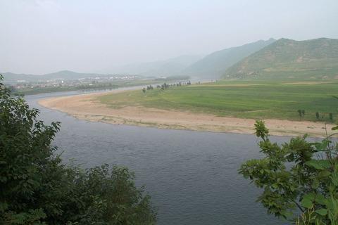 1200px-Yalu_river_near_jian_2011_07_24