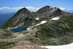 300px-Mount_Haku_from_Onanjimine_2011-07-17[1]