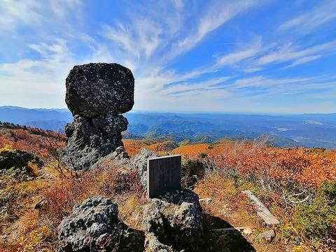 1200px-KanmuriIwa_of_Mount_Moriyoshi
