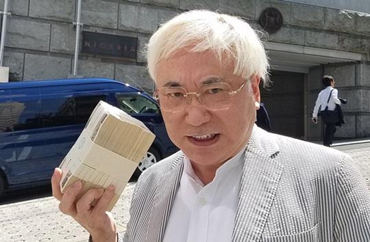 映画評論家、高須院長の大村知事リコール運動に「あの世で麻酔無しでチ○コの皮を切られ自分のチ○コの皮以外に食べることを許されない地獄に落ちる!」