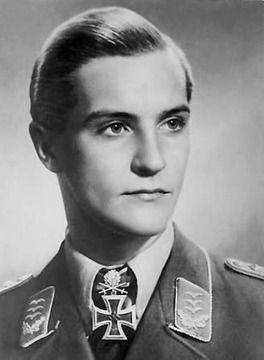 """戦場の英雄「ハンス・ヨアヒム・マルセイユ」ドイツ空軍""""アフリカの星""""158機撃墜、異常なほどに優れた先読み能力でアフリカの砂漠で最期を迎えるまで敵機を墜とし続けた"""