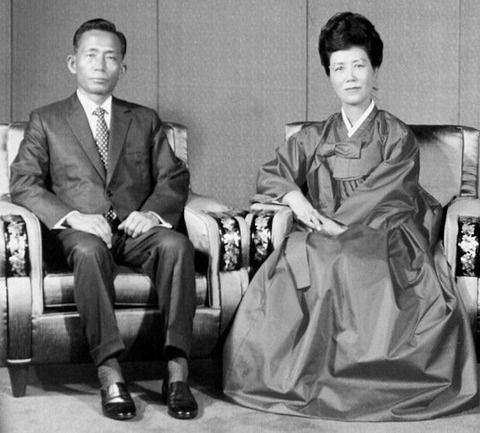 【韓国の反応】韓国人「日本から強制徴用被害者補償を貰えば朴正煕を二度殺すことになる」