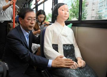 韓国で激化する反日運動…徴用工像に慰安婦バス、その代償は