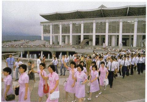大石寺参拝する創価学会員
